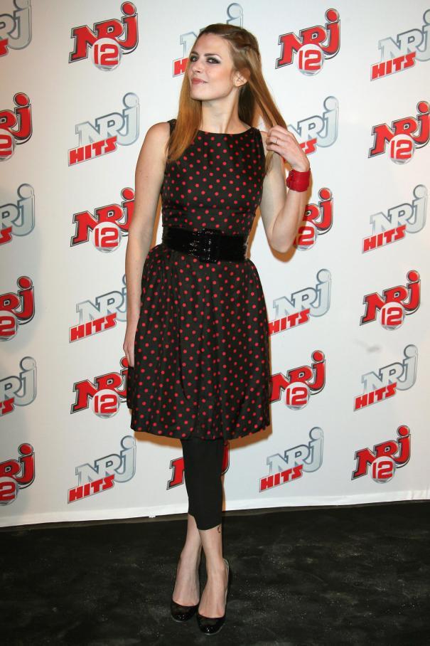Elodie Frégé à la soirée NRJ Hits (23/03/07) Krt-kr10