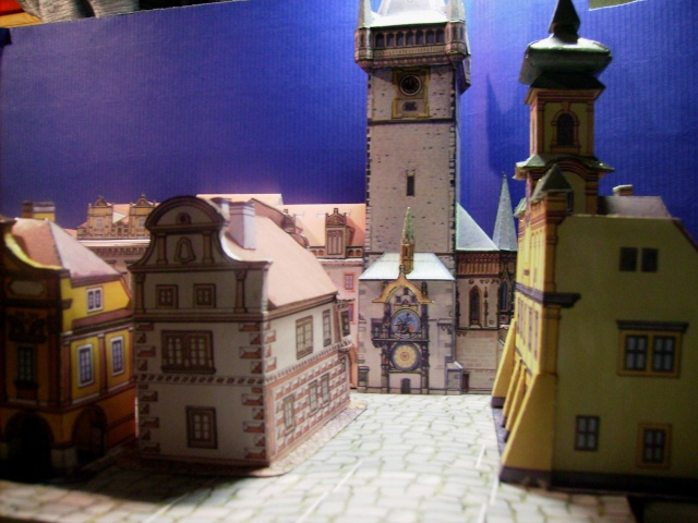 Rathaustum mit Haeuserzeile-Prag Hagal310