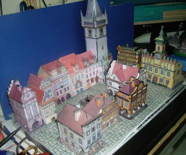Rathaustum mit Haeuserzeile-Prag Hagal610