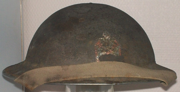 Ma petite collection de casques Anglais provenant du Calvados  100_9410