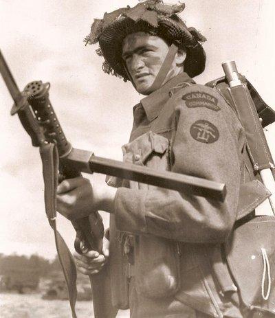 Photos d'époques montrant le port des gilets d'assauts (Battle Jerkin) GB/Can Battle11