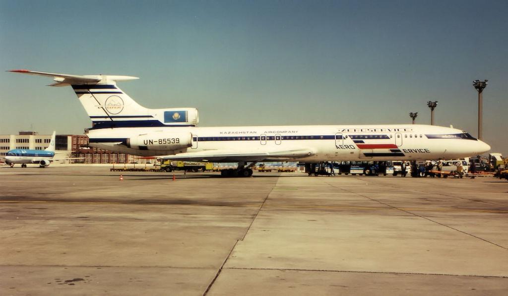 TU-154 in FRA - Page 2 Un855310