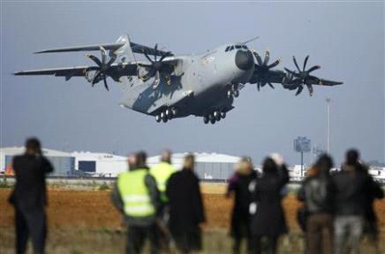 l'Airbus A400m a volé - Page 3 Premie11