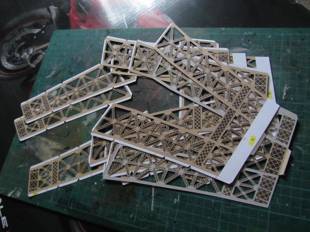 Der Eiffelturm 1:300 gebaut von XEDOS - Seite 2 Img_8120
