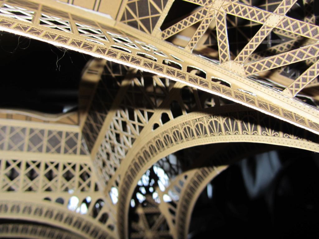 Der Eiffelturm 1:300 gebaut von XEDOS - Seite 2 Img_8125