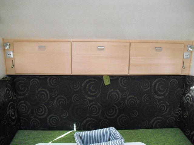 Portes d'armoire au desssu du lit Alleka10