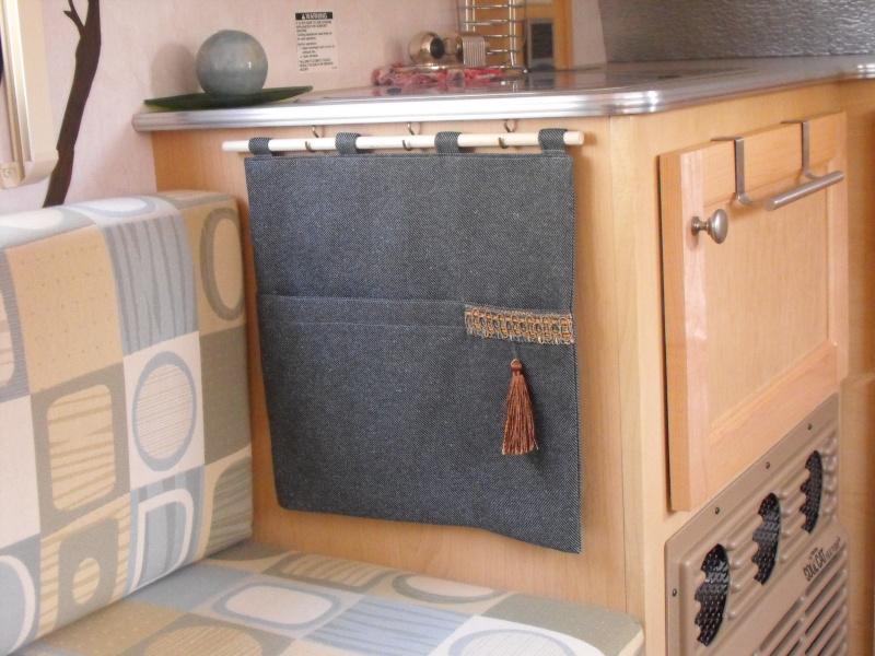 Portes d'armoire au desssu du lit Ported10