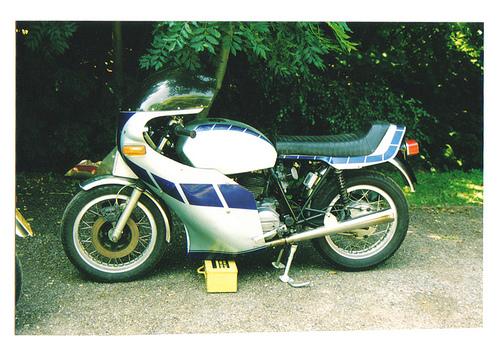 Ducati Twins à Couples Coniques : C'est ICI - Page 4 27671410