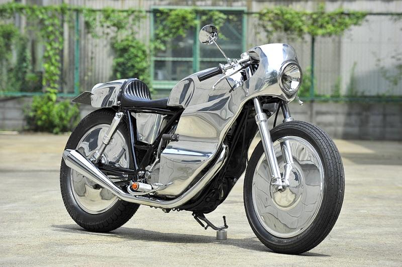 SR400 un peu chromée Main10