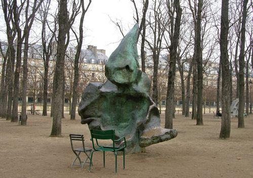 Le motif de la chaise dans l'art Eric-d10