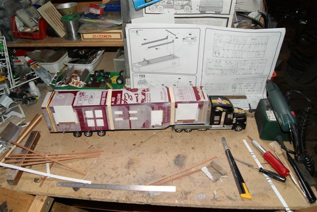 Présentation de ma nouvelle réalisation caravane de forain. Raa_en84