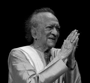 'PANDIT' RAVI SHANKAR - the famous sitar player from India! Pandit10