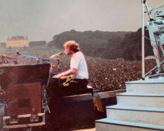 Rick Davies on stage, chateau de Sceaux 1983 Rick_d10