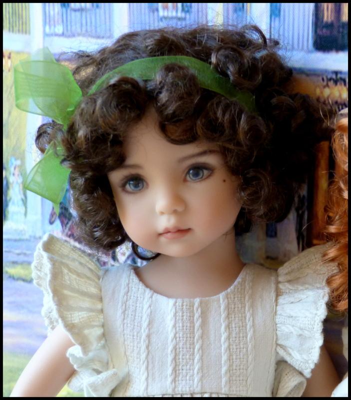 """Mes """"princesses  et leur maison de poupées  Robes blanches P3 P1700021"""