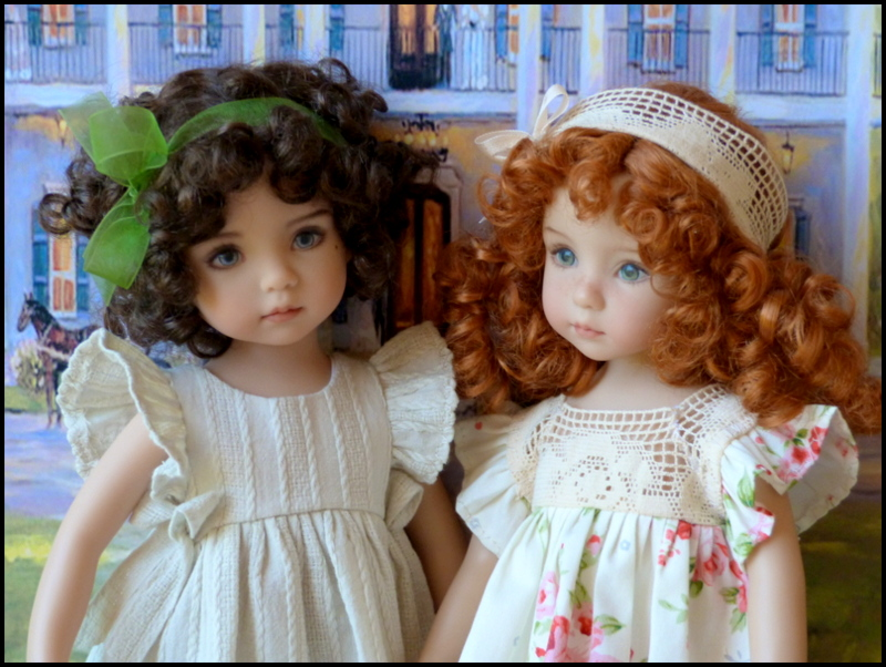 """Mes """"princesses  et leur maison de poupées  Robes blanches P3 P1700026"""
