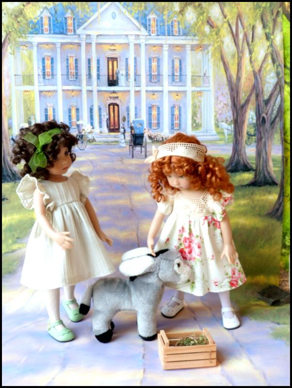 """Mes """"princesses  et leur maison de poupées  Robes blanches P3 P1700132"""