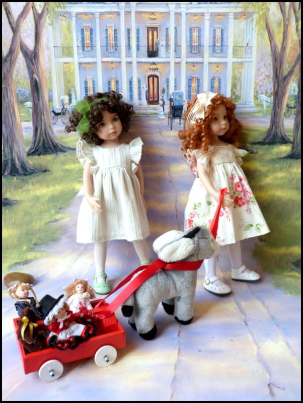 """Mes """"princesses  et leur maison de poupées  Robes blanches P3 P1700133"""