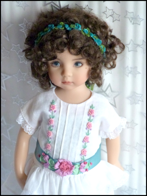 """Mes """"princesses  et leur maison de poupées  Robes blanches P3 - Page 3 P1730731"""