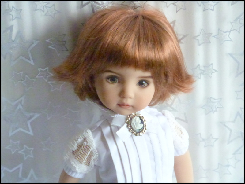 """Mes """"princesses  et leur maison de poupées  Robes blanches P3 - Page 3 P1730733"""
