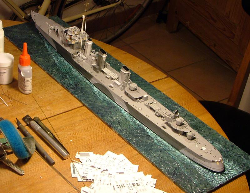Contre-torpilleur Jaguar - 1/200 - Page 2 Dscf4212