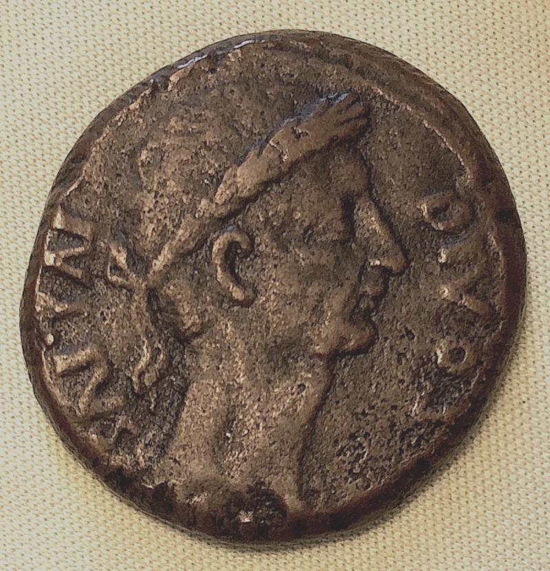 Ce grand bronze de Jules Cesar/Octave est il authentique ? 302-im12