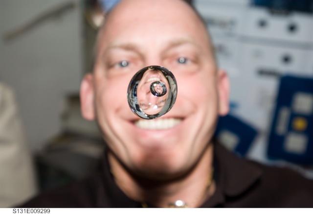 Des astonautes et des bulles Clayto10
