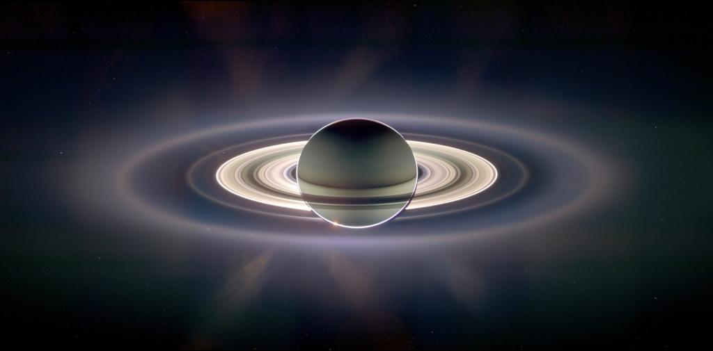 Vue spectaculaire des anneaux de Saturne par Cassini Newrin11
