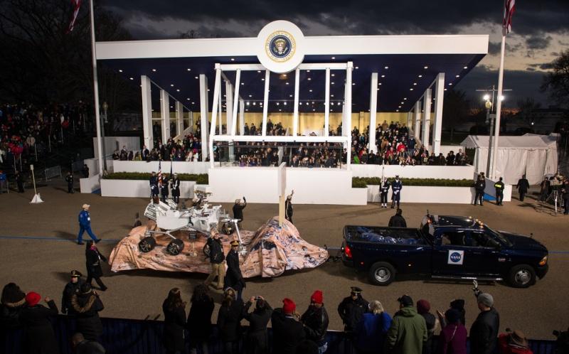 Curiosity & Orion défilent devant le président des États-Unis le 21 janvier Parade10