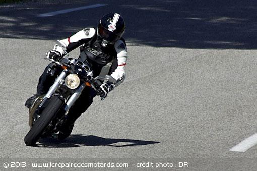 Essai de l'Avinton Race par Le Repaire des Motards Janvier 2013 Avinto24