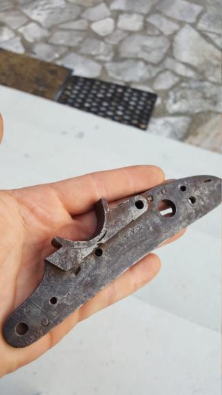 Platines à silex et autres pièces détachées de fusil pour identification 20200742