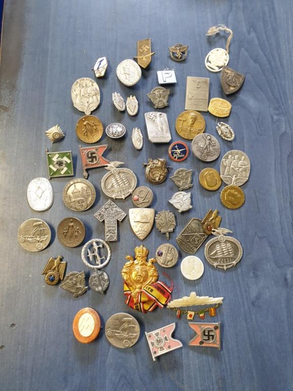 Gros lots d'insignes allemands ww2 médailles, et beaucoup d'insignes de journée 20210442