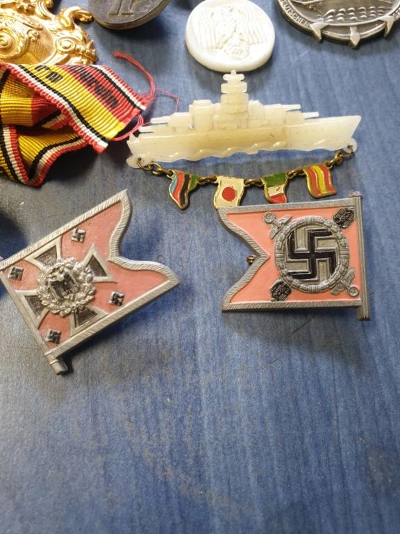 Gros lots d'insignes allemands ww2 médailles, et beaucoup d'insignes de journée 20210444