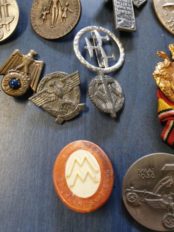 Gros lots d'insignes allemands ww2 médailles, et beaucoup d'insignes de journée 20210445