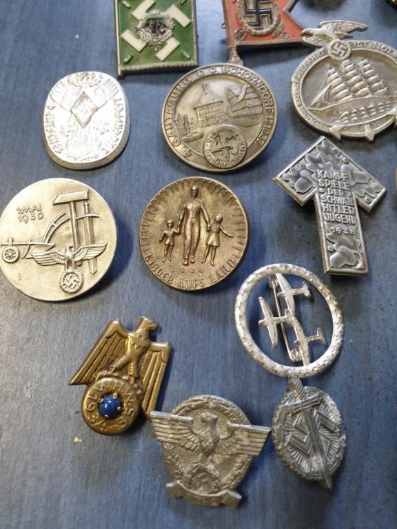 Gros lots d'insignes allemands ww2 médailles, et beaucoup d'insignes de journée 20210446