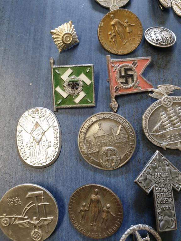 Gros lots d'insignes allemands ww2 médailles, et beaucoup d'insignes de journée 20210447