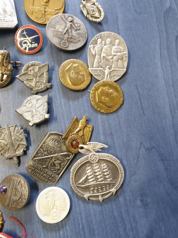Gros lots d'insignes allemands ww2 médailles, et beaucoup d'insignes de journée 20210448