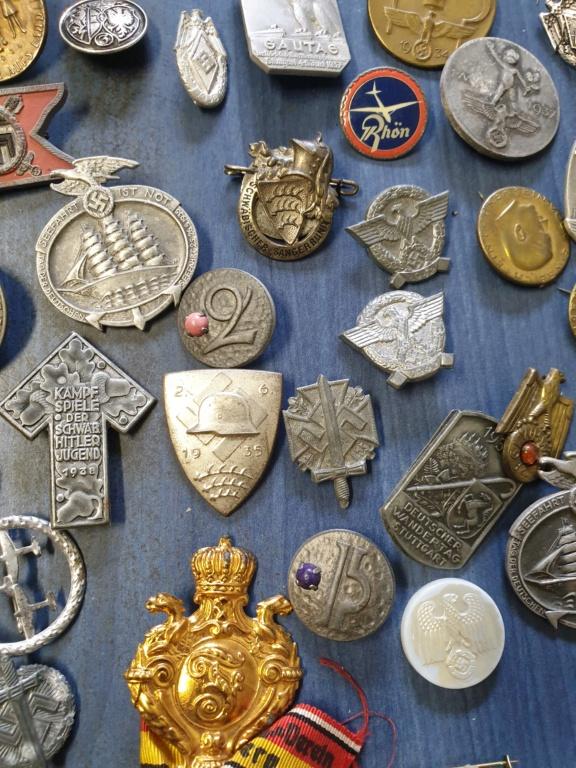 Gros lots d'insignes allemands ww2 médailles, et beaucoup d'insignes de journée 20210450