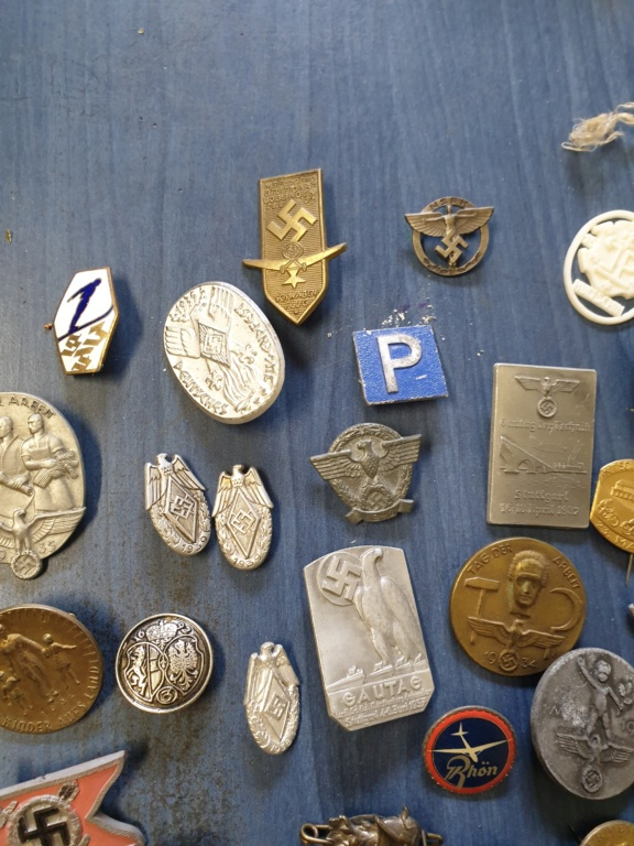 Gros lots d'insignes allemands ww2 médailles, et beaucoup d'insignes de journée 20210451