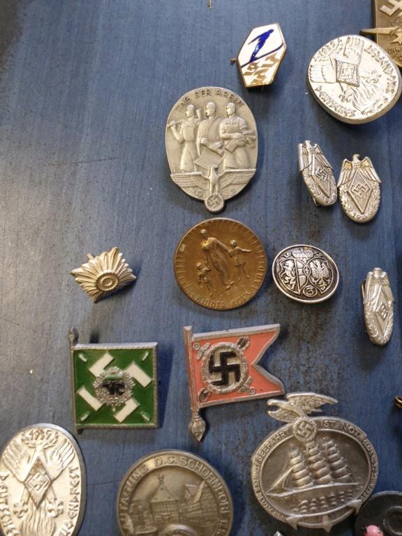Gros lots d'insignes allemands ww2 médailles, et beaucoup d'insignes de journée 20210452
