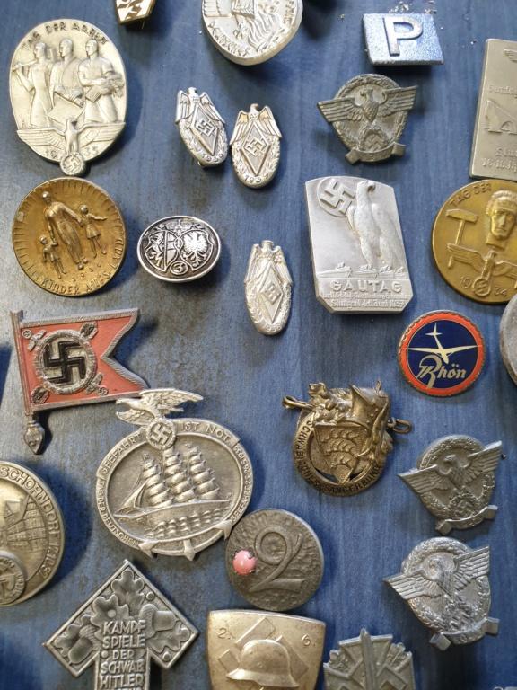 Gros lots d'insignes allemands ww2 médailles, et beaucoup d'insignes de journée 20210453