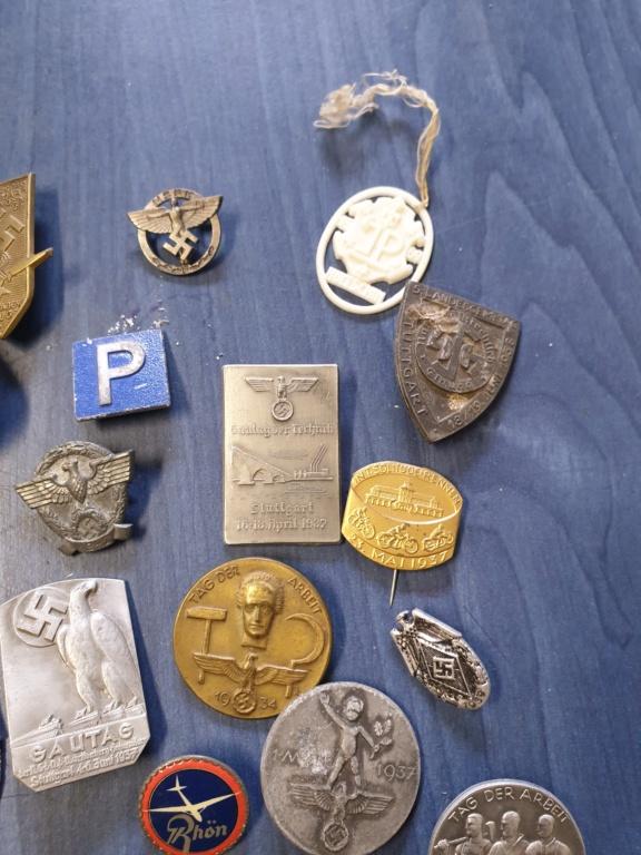 Gros lots d'insignes allemands ww2 médailles, et beaucoup d'insignes de journée 20210454