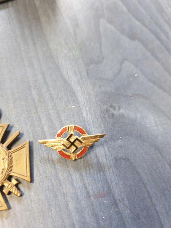 Gros lots d'insignes allemands ww2 médailles, et beaucoup d'insignes de journée 20210458
