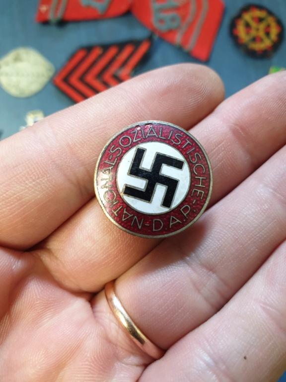 Gros lots d'insignes allemands ww2 médailles, et beaucoup d'insignes de journée 20210466