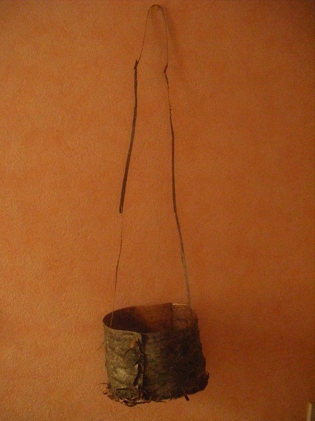 [DIY - Technique bushcraft] fabriquer un contenant en écorce d'arbre Dscf1910