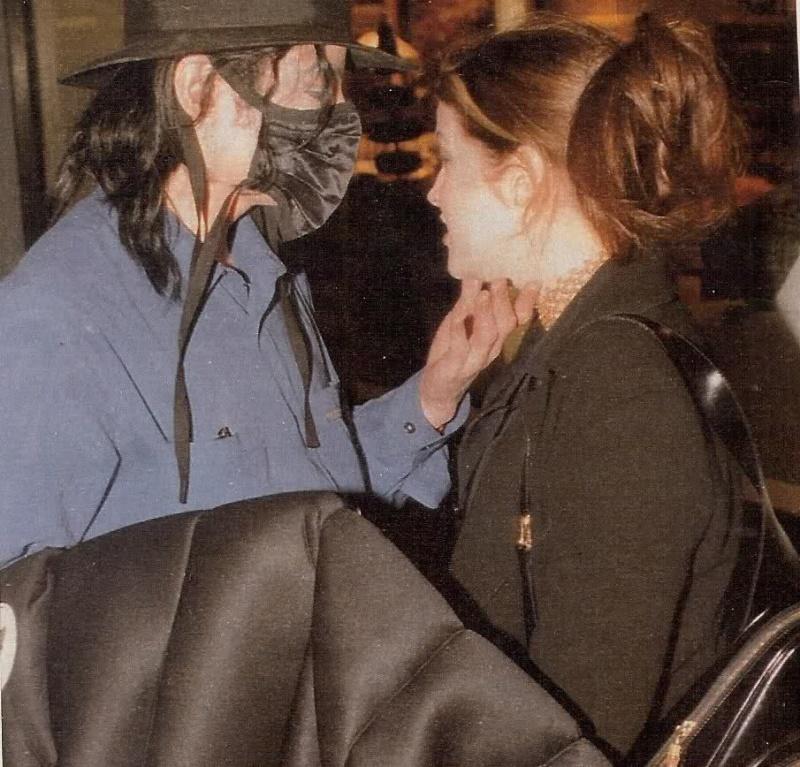 """[LIBRO] """"Untouchable"""" - biografia su MJ di Randall Sullivan  - Pagina 7 33xaek10"""