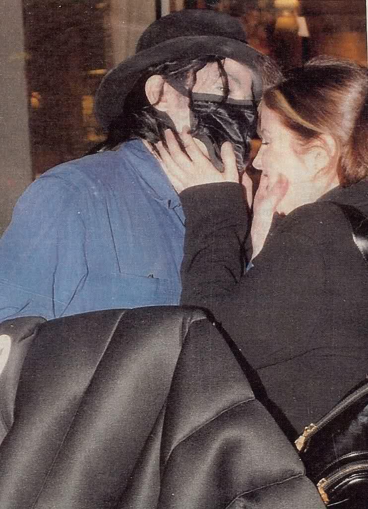 """[LIBRO] """"Untouchable"""" - biografia su MJ di Randall Sullivan  - Pagina 7 Wv3dqd10"""