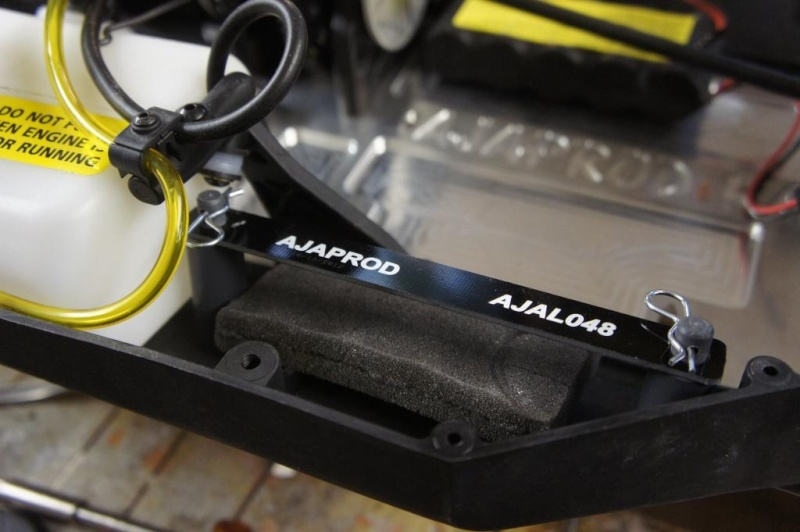 Renforts carrosserie+ fixation accu+ platine Ailleron Dsc06827