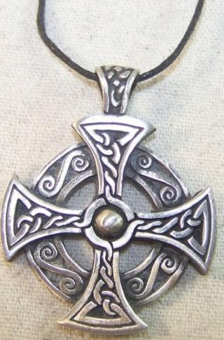 Croix celte, quelle est la meilleure technique? Qui veut le Job? E6a28c10