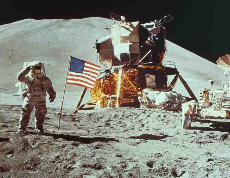 không - Lịch sử 30 năm chương trình phi thuyền con thoi của NASA Apollo12