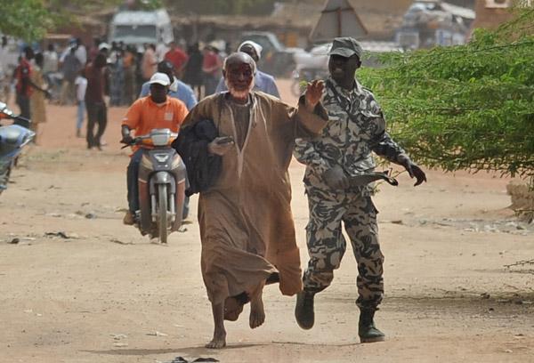 Crise Malienne - risque de partition - Page 4 F24-di10